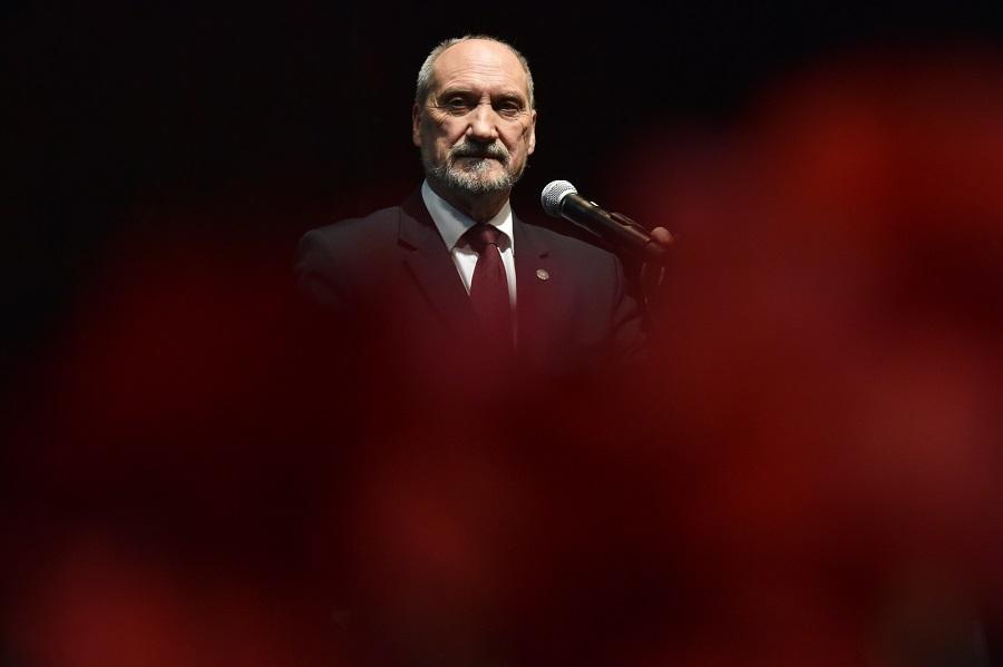Macierewicz. Minister kompromitacji