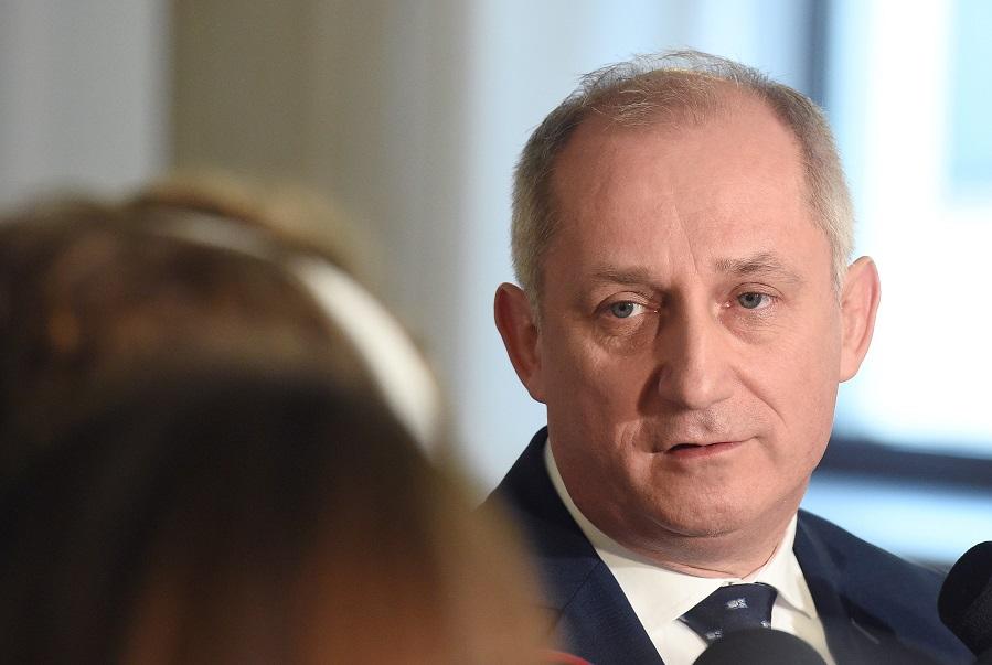 Neumann: Nie ma sensu iść do Karczewskiego