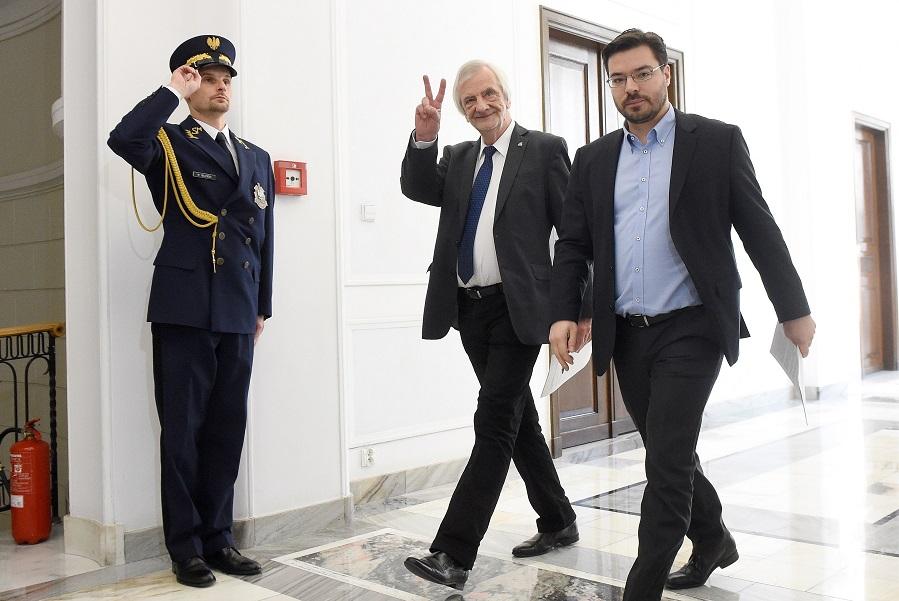 PiS chce zwiększyć kary dla posłów