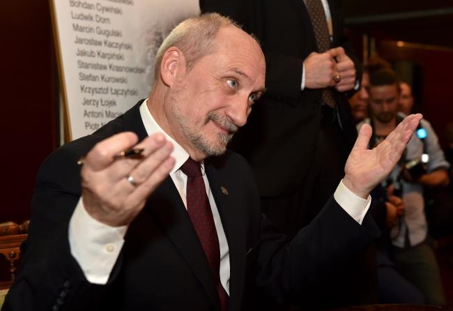 Minister obrony narodowej Antoni Macierewicz, fot. PAP/Jacek Bednarczyk