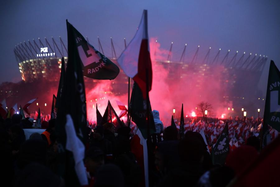 uczestnicy marszu nab≥oniach Stadionu Narodowego
