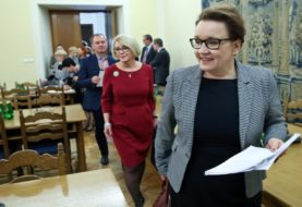 Minister zostanie. Fasada reformy też