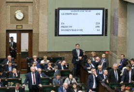 """""""Precz z komuną!"""" Sejm zmienił ustawę o zgromadzeniach"""