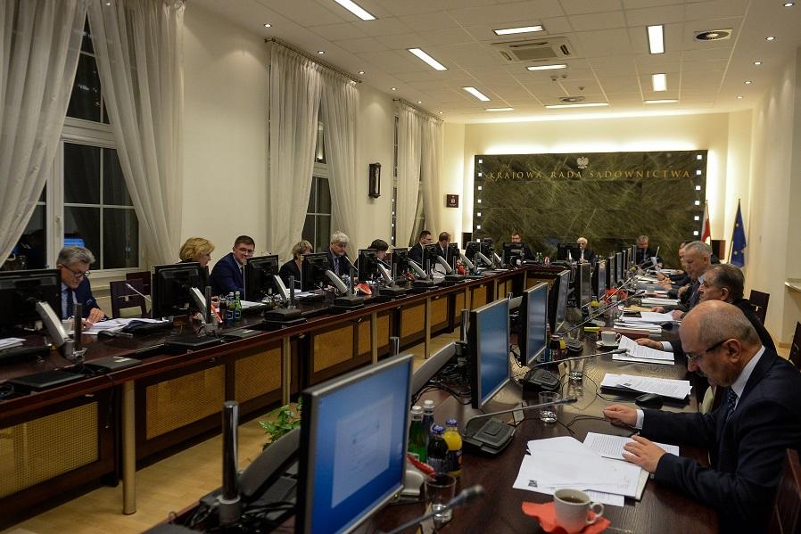 PiS zmierza do upolitycznienia sądów