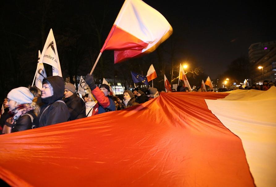 Protest KOD-u przed Sejmem