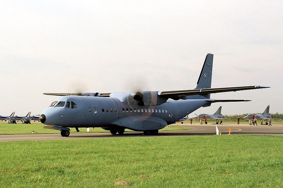 Premier używa samolotów wojskowych jak taksówek?
