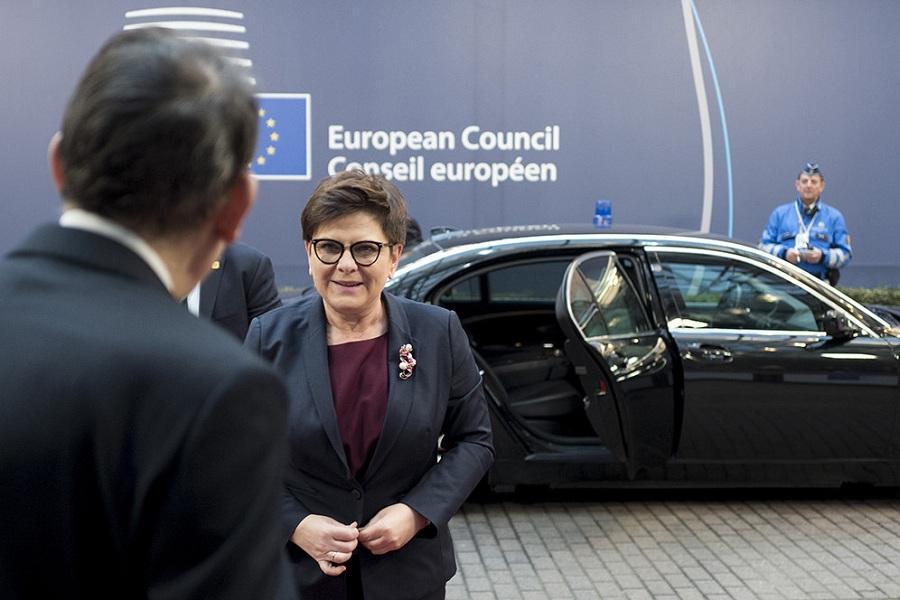 Polski rząd wciąga Unię w swoją schizofrenię