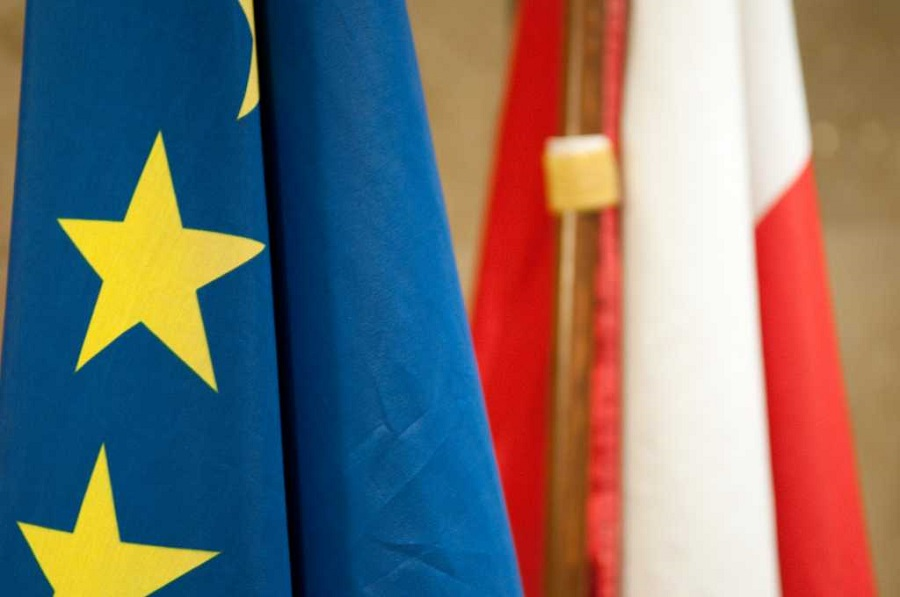 Czy rząd chce wyprowadzić Polskę z UE?