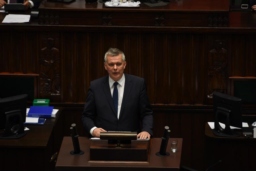 Siemoniak: Macierewicz demoluje armię. Ale zostaje