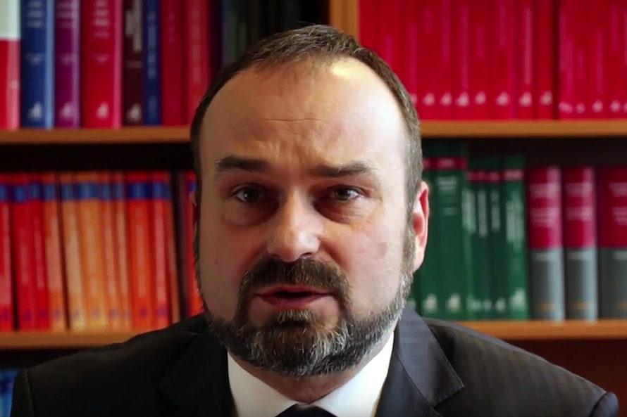 Prof.Maciej Gutowski: Prawo niewytrzyma przedczołgiem