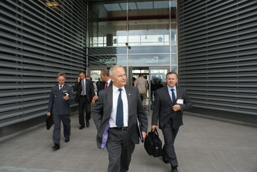 Gen. Koziej: Prezydent powinien doprowadzić dodymisji Macierewicza