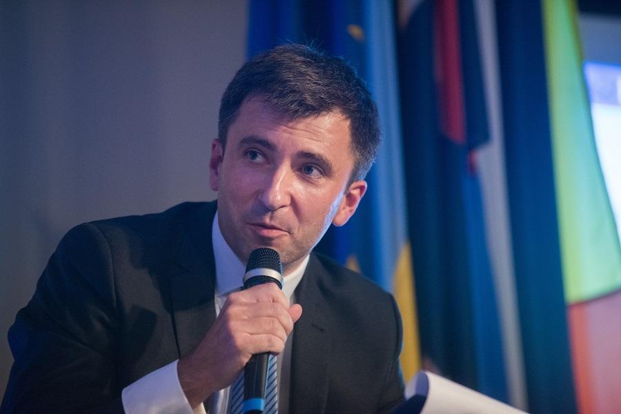 Prof. Andrzej Rzońca: Rozdawnictwo PiS skończy się źle