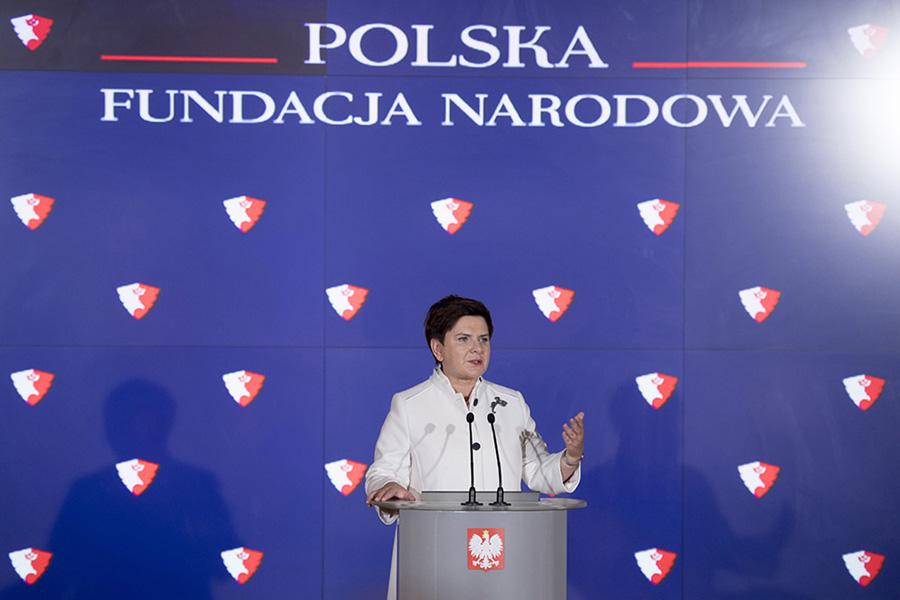 """""""Kuriozalne"""" finansowanie Polskiej Fundacji Narodowej"""