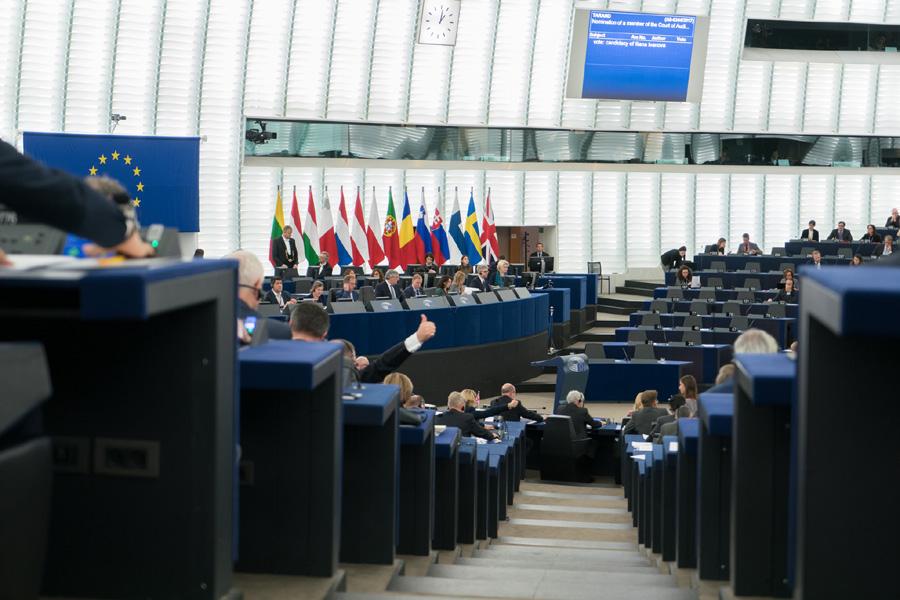 Rząd PiS naruszył wartości europejskie. Jest rezolucja PE