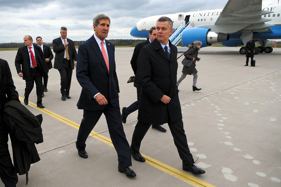 Duda i Morawiecki z zakazem wstępu do Białego Domu? Siemoniak: Relacje z USA zagrożone