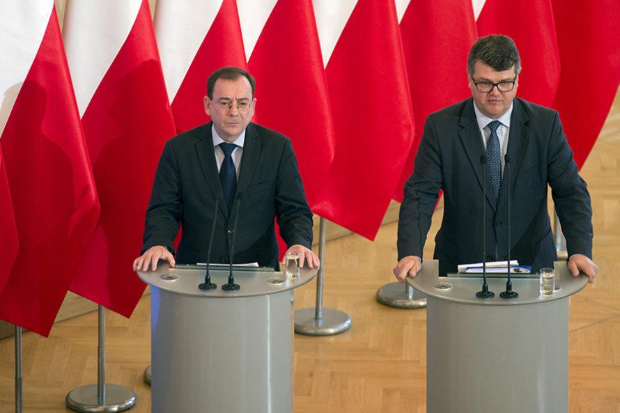 """""""W służbach specjalnych dzieją się rzeczy straszne"""". Będzie tajne posiedzenie Sejmu?"""