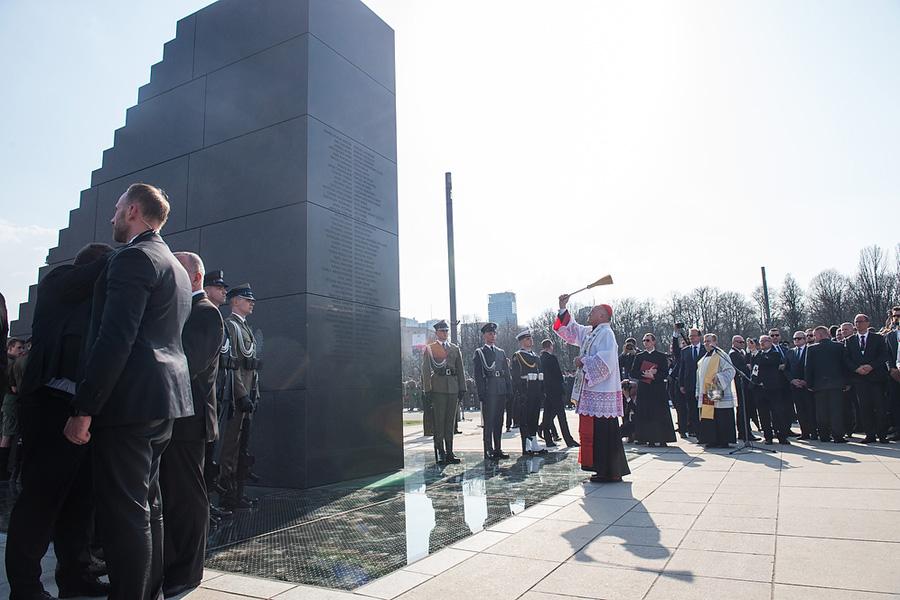 20 tys. zł miesięcznie na ochronę pomnika smoleńskiego