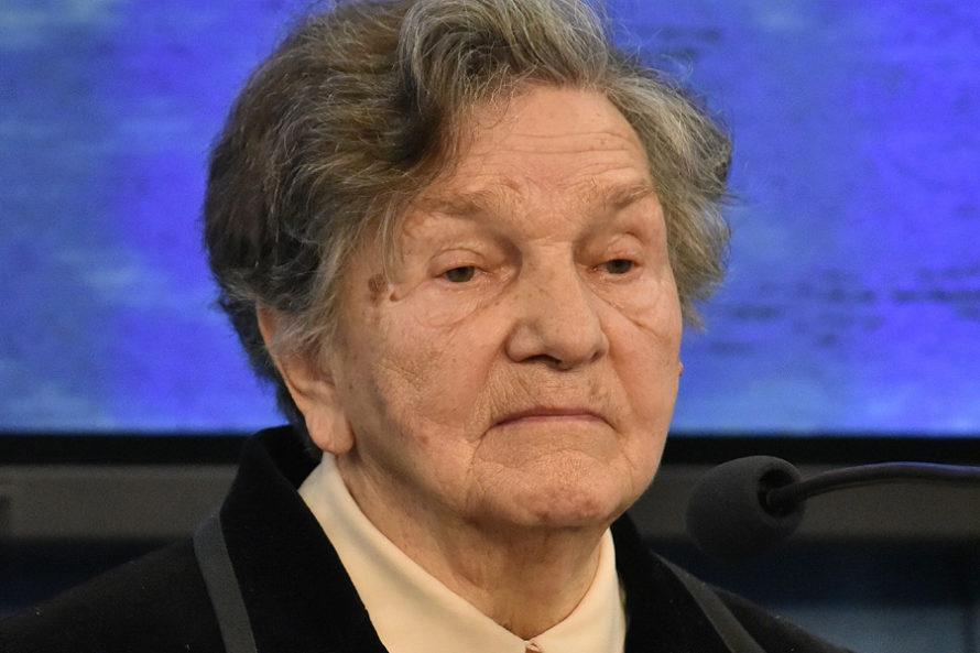 Wanda Traczyk-Stawska przedSejmem. Słowa otuchy iprezenty dla protestujących
