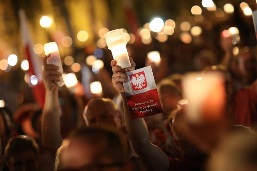 Kompromitacja iprotesty, alePiS nieustępuje wsprawie Sądu Najwyższego