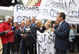 Protest pielęgniarek w Przemyślu. Schetyna: Żądamy dla nich wsparcia