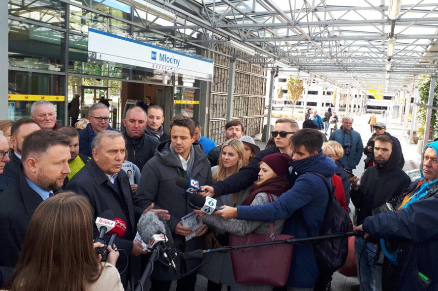 """Akcja """"Metro Europa"""". Schetyna iTrzaskowski przekonują, jak ważne jest członkostwo Polski wUE"""