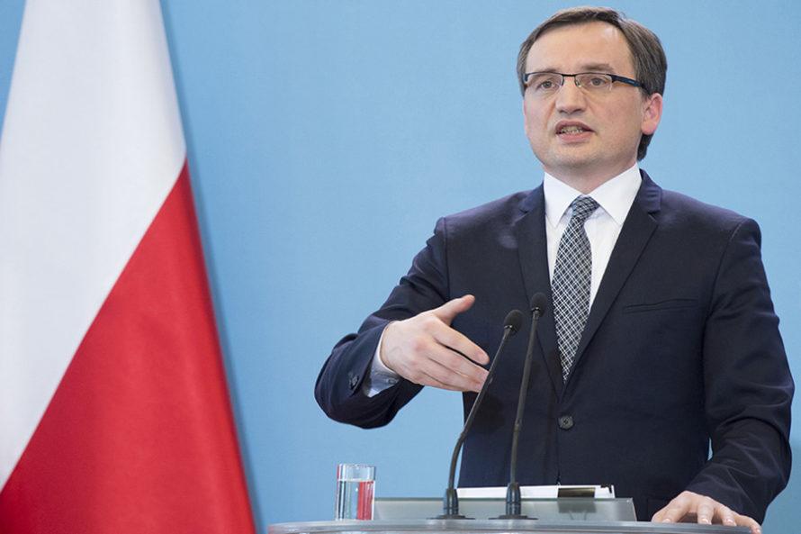 PiS otwiera drogę doPolexitu. Prof.Marek Chmaj: Wyrok dublerów TK niebędzie ważny