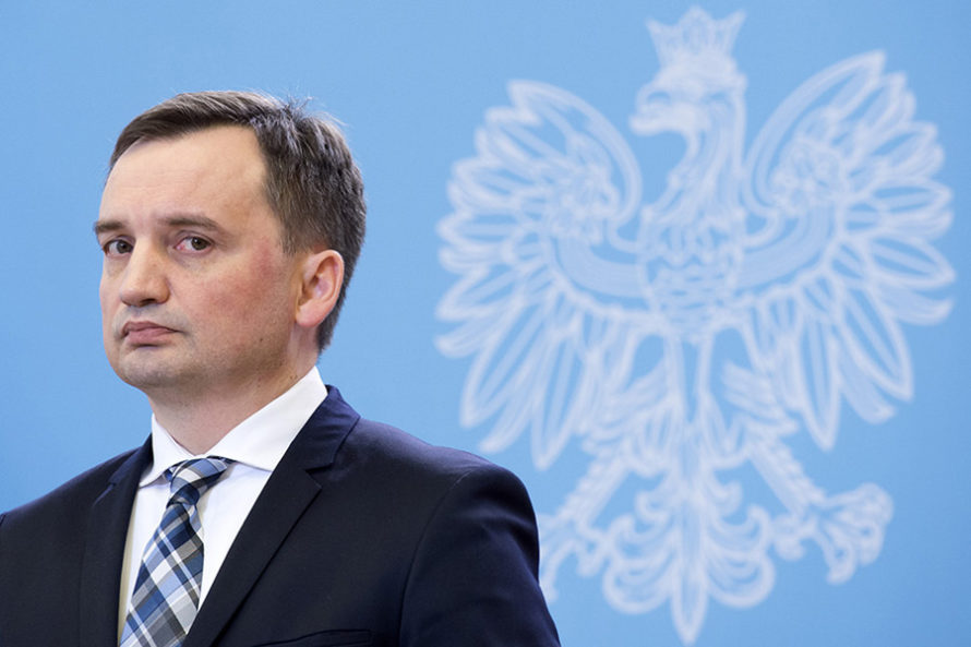 Komisja poparła ustawę, KNF zamyka drzwi, Ziobro straszy Neumanna