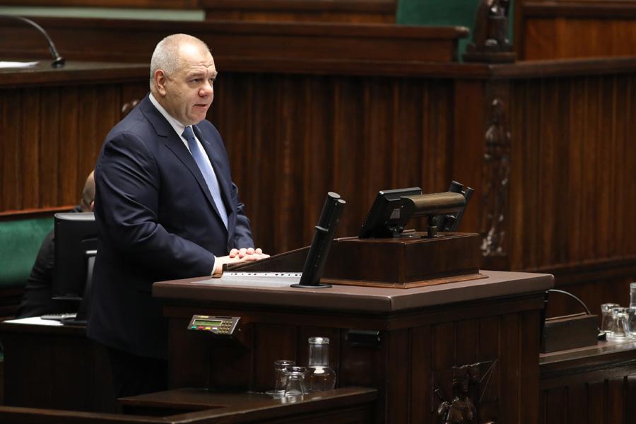 Czy Jacek Sasin i politycy PiS otrzymywali pieniądze ze SKOK Wołomin? Opozycja chce weryfikacji zeznań Piotra P.