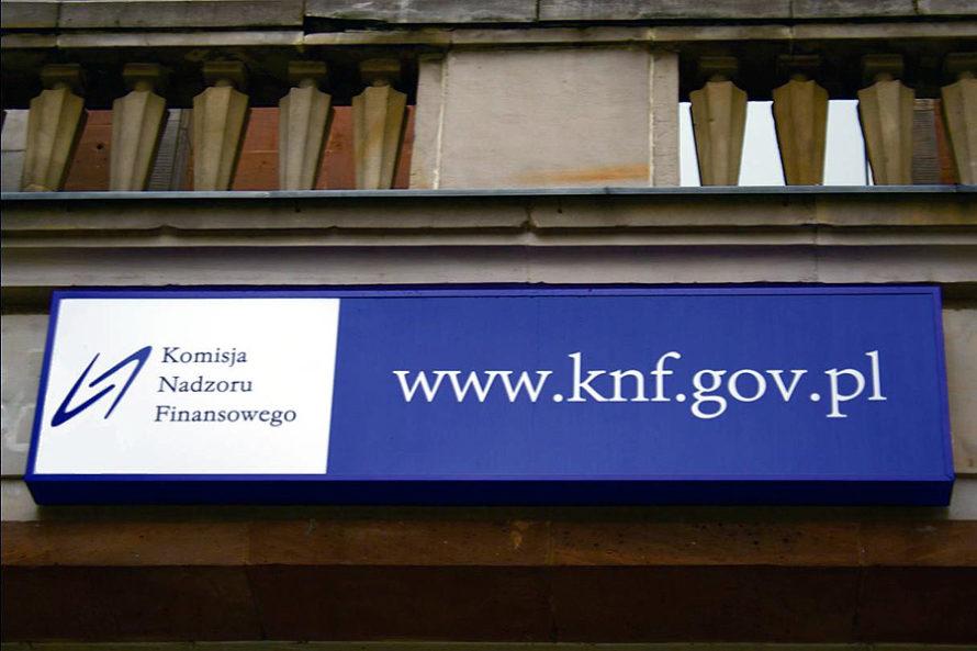 Jak PiS przykrywa aferę KNF