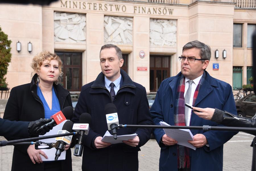 Bank za złotówkę? Opozycja domaga się wstrzymania prac nad ustawą
