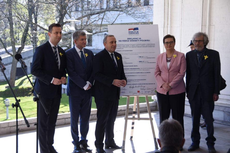 Schetyna wzywa Kaczyńskiego dodebaty. Apel dowładzy okoniec protestu