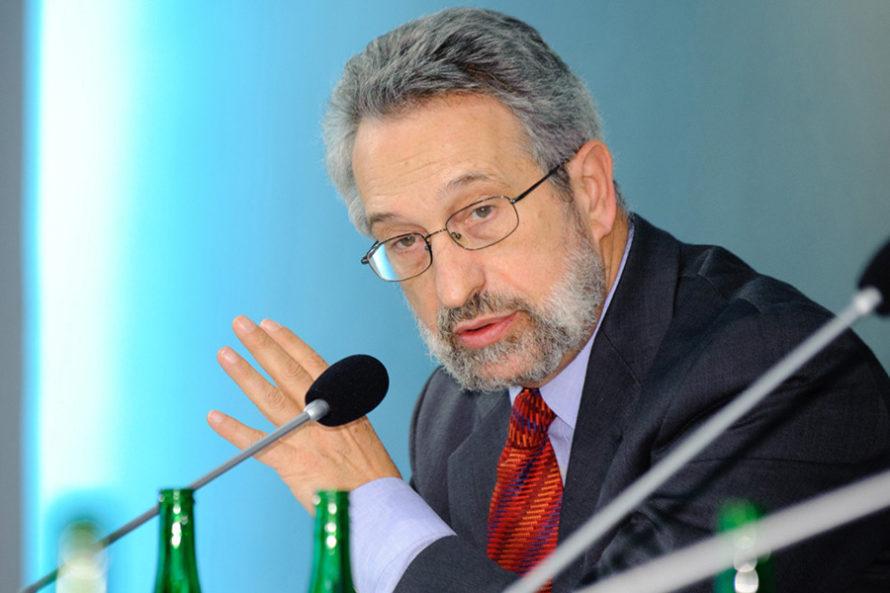 Eugeniusz Smolar: Polska może zostać zmuszona dorozbijania jedności UE